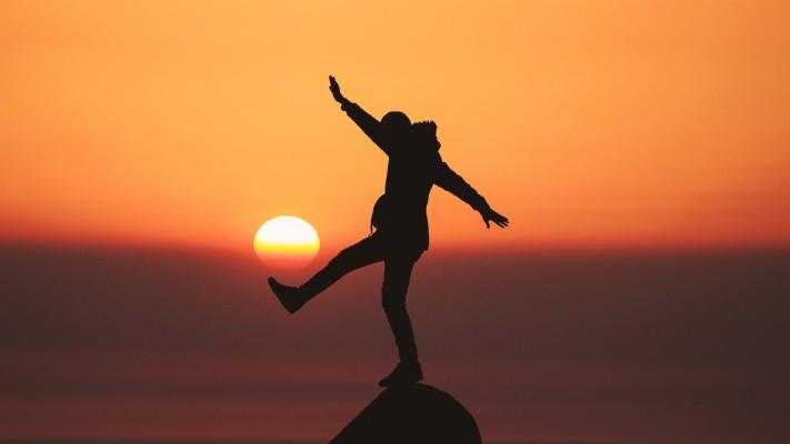Wallpaper Silhouette Man Mood Sunset Hd 5k Photography Balance In Life 2560x1440 Wallpaper Teahub Io