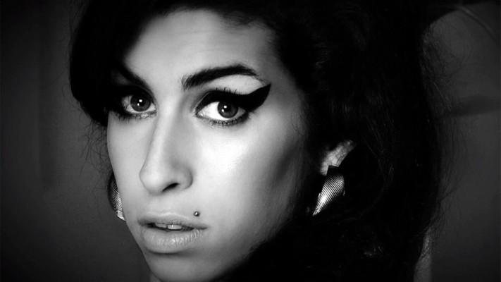 Amy Winehouse 1024x768 Wallpaper Teahub Io