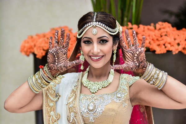 Neena Chintan Indian Wedding Venue Hotel Irvine Wedding Indian Bride Showing Mehendi 6000x4000 Wallpaper Teahub Io