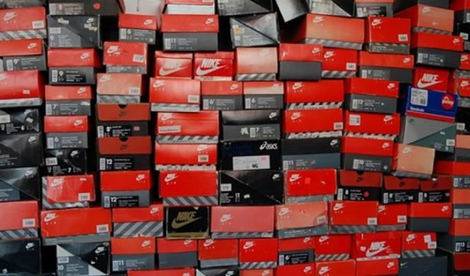 Sneaker Boxes Background 1024x600 Wallpaper Teahub Io